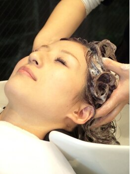 ヘアサロン ライア(HAIR SALON RIAH)の写真/天然由来成分を贅沢に使用した【ジョンマスター】たっぷりと時間をかけ、健康な髪へと導いてくれます。