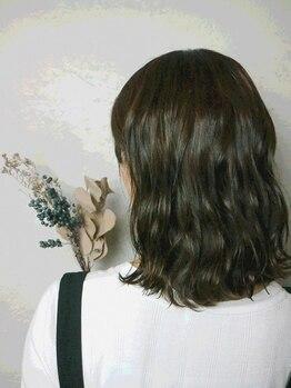 ヘルブラウ ヘアーデザイン(hellblau hair design)の写真/hellblauの【還元ウルティアトリートメント】でカラーが一層輝く柔らかさを。 目に見て分かる違いを実感。