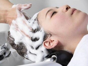 サロンドマギー(Salon de Maggy)の写真/未来までしっかりケア。今、話題の美容法「ヘッドスパ」!頭皮の汚れをスッキリさせることで若々しい髪へ