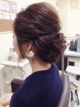 結婚式の髪型 ヘアアレンジ ツイスト下めアップスタイル