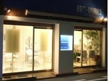アルティジャーノ(ART IGIANO)の雰囲気(商店街の1本隣筋。白い店内に青い看板で見つけやすい♪)