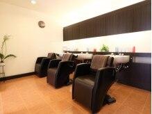 ヘアディレクション ビークス 川原店(HAIR DIRECTION BEECX)の雰囲気(白を基調としたシャンプーブース)