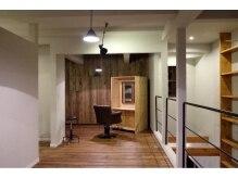 シーソー(SEE SAW)の雰囲気(2階のフロアも落ち着いた空間で吹き抜けからの眺めも抜群です。)