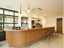 ヘアーオアシス ビオトープサン(Hair Oasis biotope SUN)の雰囲気(まるでカフェのよな暖かい雰囲気の店内☆)