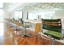 イマジン(IMAGINE)の雰囲気(2階は天井が高く広々としていてとても開放的です。)