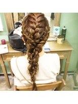 ヘアセットサロン アトリエ チャイ(Hair set salon atelier CHAI)トリプル編みおろし