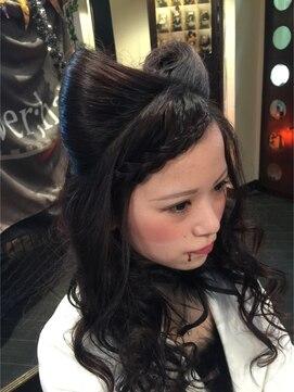 猫耳ヘア 結婚式の髪型(ヘアアレンジ) 猫耳 前髪編み込み【ダウン】