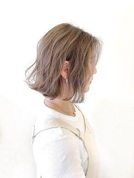 ヘアーズルーム 風(Hair's room fuu)耳かけボブ×ミルクティーカラー