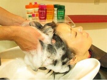 カサビアンカ(casabianca)の写真/【人気のSPA】本格的な頭皮ケアをしてくれる♪髪や頭皮のダメージを最高級ケラスターゼで驚きの艶髪に!