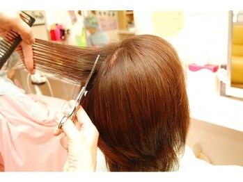 美容室ママハウスの写真/女性スタイリストのみ在籍☆聞き上手で温かいスタッフの人柄が人気♪心地いい空間で髪を芯からキレイに。