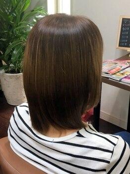ビューティサロンロッコ(Beauty salon Rocco)の写真/9種類の毛髪保護成分で頭皮をケアしながら、美しい色味を実現する【グランデ】使用!手触りのよさに感動―