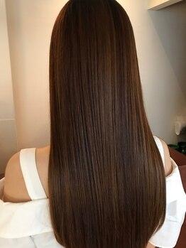 フルブライト(Full Bright)の写真/[大人女性×艶髪ストレート]徹底的にダメージを抑えた縮毛矯正で、憧れ美髪へ♪ツヤと潤いのある仕上がり◎