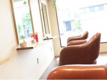 """ラヴィ (Hair Salon Ravi)の写真/セット面は3席のみ。落ち着いた雰囲気の店内…和みの場所と、特別な時間を""""Ravi""""がご提供します。"""