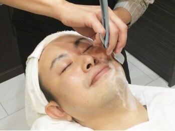"""アットグラーロ 名古屋大須店 (@GLARO)の写真/メンズ専用《スキャルプスパ・シェービング》コースも多数!完全個室で誰も気にせず""""男のキレイ""""を実現!"""