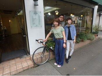 ヘアーグラシュ 一橋学園店の写真/ガラス張りの外観とアットホームで開放的な雰囲気の店内。気さくなスタッフが笑顔でお出迎えいたします♪