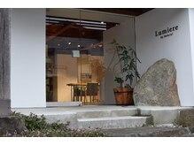 ルミエール(Lumiere by Natural)の雰囲気(エントランスには大きな筑波岩。)