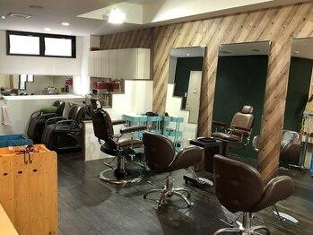 エムシーエス ヘアーファクトリー(MCS hair factory)の写真/【22:00最終受付】落ち着けるアットホームな雰囲気と今までにない幅広い提案に満足度UP♪