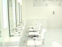 サブリナフェア 中央インター店の雰囲気(白を基調とした店内はすっきりした印象。居心地も抜群です。)