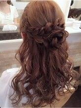 ヘアメイクサロン ビュートピア(hairmake salon Beautopia)お花ハーフアップ