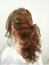 ヴィダ クリエイティブ ヘアーサロン(Vida creative hair salon)♪海外セレブ風編み込みポニーテール♪