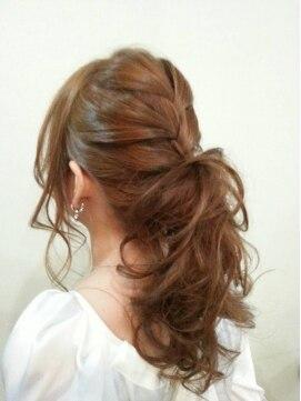 ロングポニーテールヘアアレンジ ヴィダ クリエイティブヘアーサロン(Vida creative hair salon)♪海外セレブ風編み込みポニーテール♪