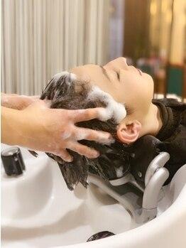 セビアン(Cest Bien)の写真/〈専属のスパニスト在籍〉全ての商材に『桜の花エキス』『黒寿仙』配合!!美しい髪を保つには頭皮ケアから♪