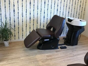 美容室 オグニ(OGUNI)の写真/髪はもちろん、心までもリフレッシュ!!半個室のゆったりとしたシャンプー台で、日々の疲れを癒して…。