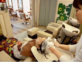 ヒュッゲ ティーシーエス 武蔵中原店(hygge-t.c.s)の写真/美女力をグイグイ上げる…『Aujua オージュア』を使用したヘッドスパ♪エイジングケアなど様々なお悩みに☆