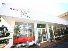 Yoshiつね 西川田店の雰囲気(スタイリッシュな店先にはアンティークな小物が並んでいます!)