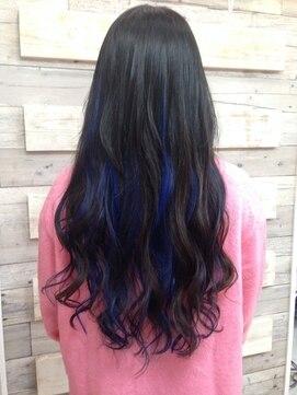 暗めの髪色のハイライトヘアカラー5つ・似合うヘアアレンジ
