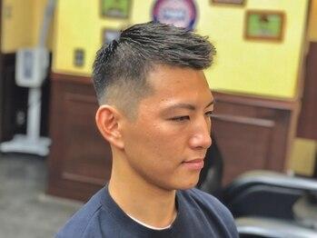 キングズバーバーショップ ツービッツ(King's Barbershop 2-bits)の写真/仕事帰りに立ち寄れるメンズ専門店。手頃におしゃれに。<男性Cut+うなじ剃り+頭皮ケアShampoo 新規¥2800>
