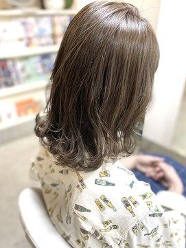 ヘアアンドメイクフリッシュ(HAIR&MAKE FRISCH)ミディアムベージュ
