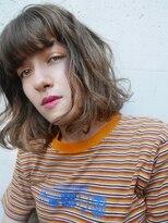 ブロック(bloc)オリーブベージュの柔らかな外国人風クセ毛スタイル