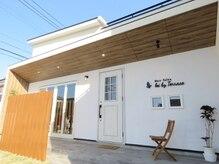 レイ バイ テラス(lei by Terrace)の雰囲気(リゾート風なサロンで、ゆっくりとした時間をお過ごし下さい。)