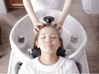 アルブル ヘアデザイン(arbre hair design)の写真/全席ヘッドスパ用のYUMEシャンプー台を完備!特別なスパメニューで五感すべてを癒します♪
