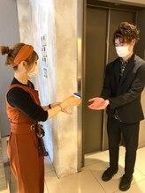 入店されたお客様全員に手指消毒を行わせていただいております。【北千住】