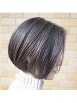 ノエル ヘアー アトリエ(Noele hair atelier)あごラインのミニボブ×アッシュグレー×ハイライト