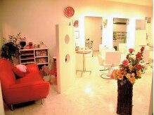 スーパーガール(Super Girl)の雰囲気(赤い家具や小物が心を和ませます。)