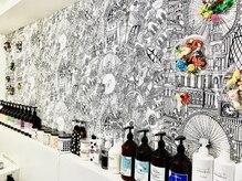 プランクスター(prankster)の雰囲気(オシャレな壁の装飾。まるでアトリエに来たような気分に…)