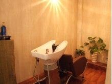 ヘアーデザイン オルオル(Hair Design OLU OLU)の雰囲気(半個室のシャンプースペースは照明も落ち着いていてリラックス☆)