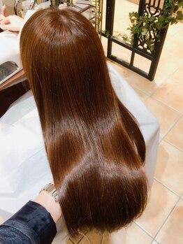 美容室 ベンティ(venti)の写真/持続力のある美髪が手に入る♪ダメージレスにこだわった縮毛矯正でしっとりまとまるキレイなストレートに!