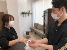 お客様にもマスク着用でのご来店、手指消毒をお願いします