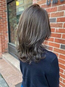ラボバイシェノン 茶屋町店(LAB.by CHAINON)の写真/黒髪・暗色でも美しい透明感◎髪の再生も同時にできるからみずみずしい質感に♪グレイカラーもお任せ下さい