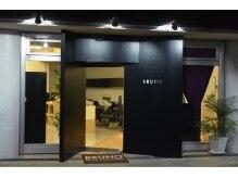 ブルーノ リヴゴーシュ 薬院(BRUNO RiveGauche)の雰囲気(シックでモダンな入口が目印!!)