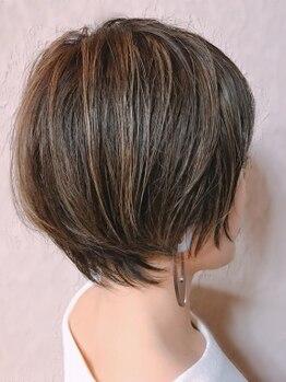メグル(MEGURU,)の写真/「白い髪 あるとないとで 5歳違う」