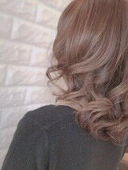 """美容室メデューサ朝倉街道店の写真/大好評の""""水カラー""""で煌めく潤いをあなたの髪に★ダメージレスで柔らかいツヤ感と滑らかな手触りを実感♪"""