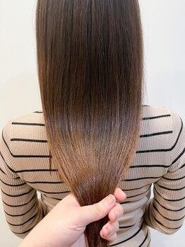 ラボバイシェノン 茶屋町店(LAB.by CHAINON)の写真/酸性縮毛矯正でダメージを軽減し柔らかい美髪に◎1度あてると違いが分かる!艶のあるナチュラルストレート♪