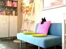 デコ(DECO Hair Design)の雰囲気(女の子のお部屋のような楽しい気分になれる店内です♪)