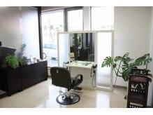 アドゥーヘア ヴィス(A do hair vis)の雰囲気(静かにゆったりと過ごしたい方のための個室もあります。)