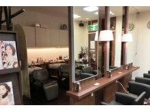 オファーズヘアー ネクサス店の雰囲気(1階女性フロア(セットブース&シャンプーブース))